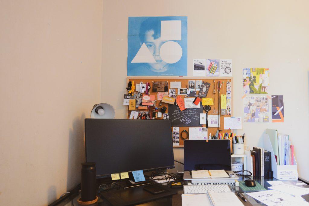 The image shows Azelia's desk