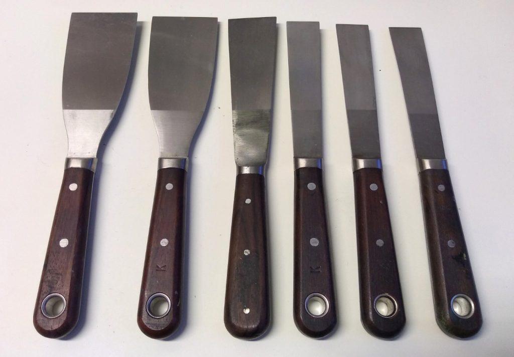 Flat ended palette knives.